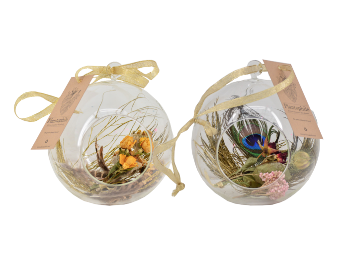 xmas bauble with dried flowers